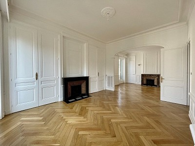 APPARTEMENT T3 A LOUER - LYON 2EME ARRONDISSEMENT 2°ARRDT - 127,52 m2 - 1893 € charges comprises par mois