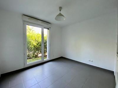 STUDIO A VENDRE - ST GENIS LAVAL - 20,1 m2 - 135000 €
